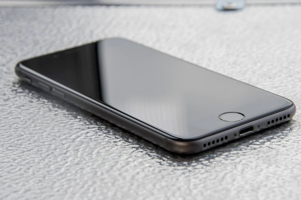 as rumored for years the 3 5mm headphone jack is gone instead headphones will have to connect to the iphone using the lightning port  [ 1200 x 800 Pixel ]