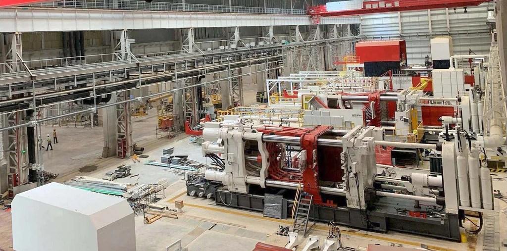 Máquinas de fundición Tesla Giga en Gigafactory Shanghai.