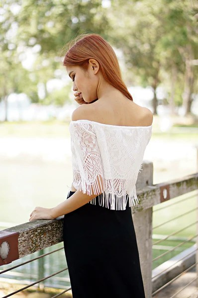 DETAILED LACE TOP IN WHITE