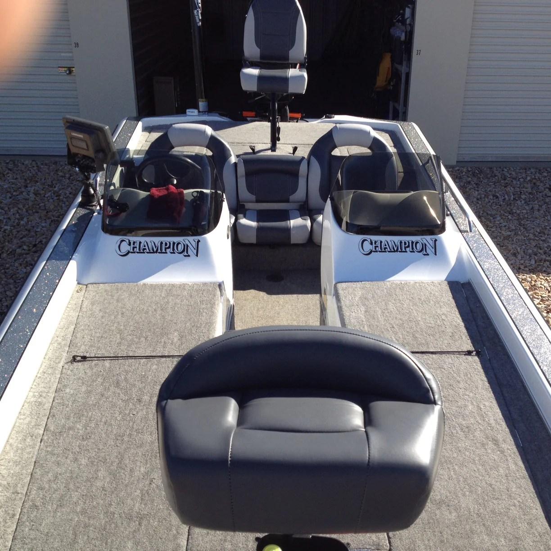 bass boat seat interior 1  [ 1224 x 1224 Pixel ]