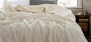 KDSFXG Couvertures Plaids molletonnés de Peluche de Double Couche de Couverture tricotés pour Le Sofa de Lits Mantas à Tricoter, Beige, 120x180cm