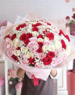 Madame Florist : madame, florist, Romantic, Blushing, Madame, Florist