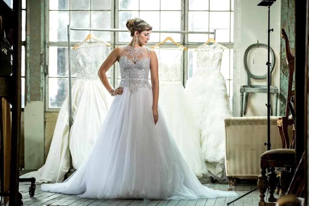 Veluz Reyes 'Amihan' Size 4 Sample Wedding Dress