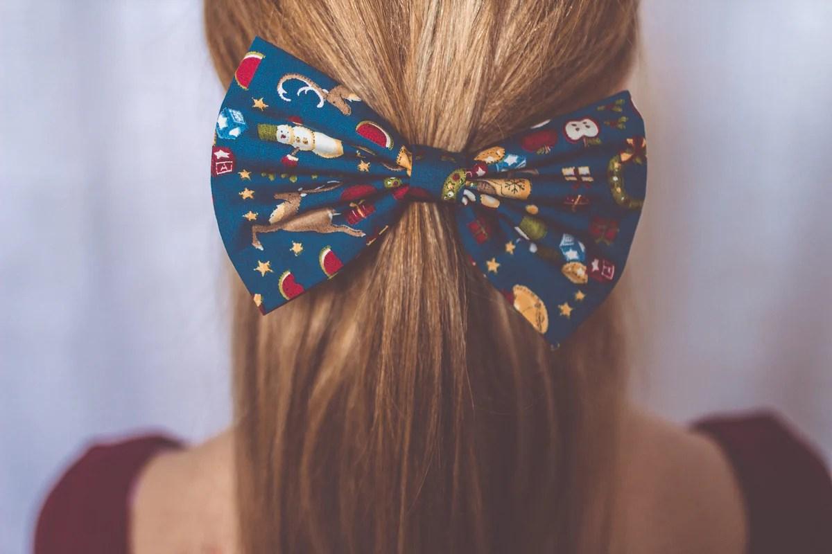 christmas hair bow scene