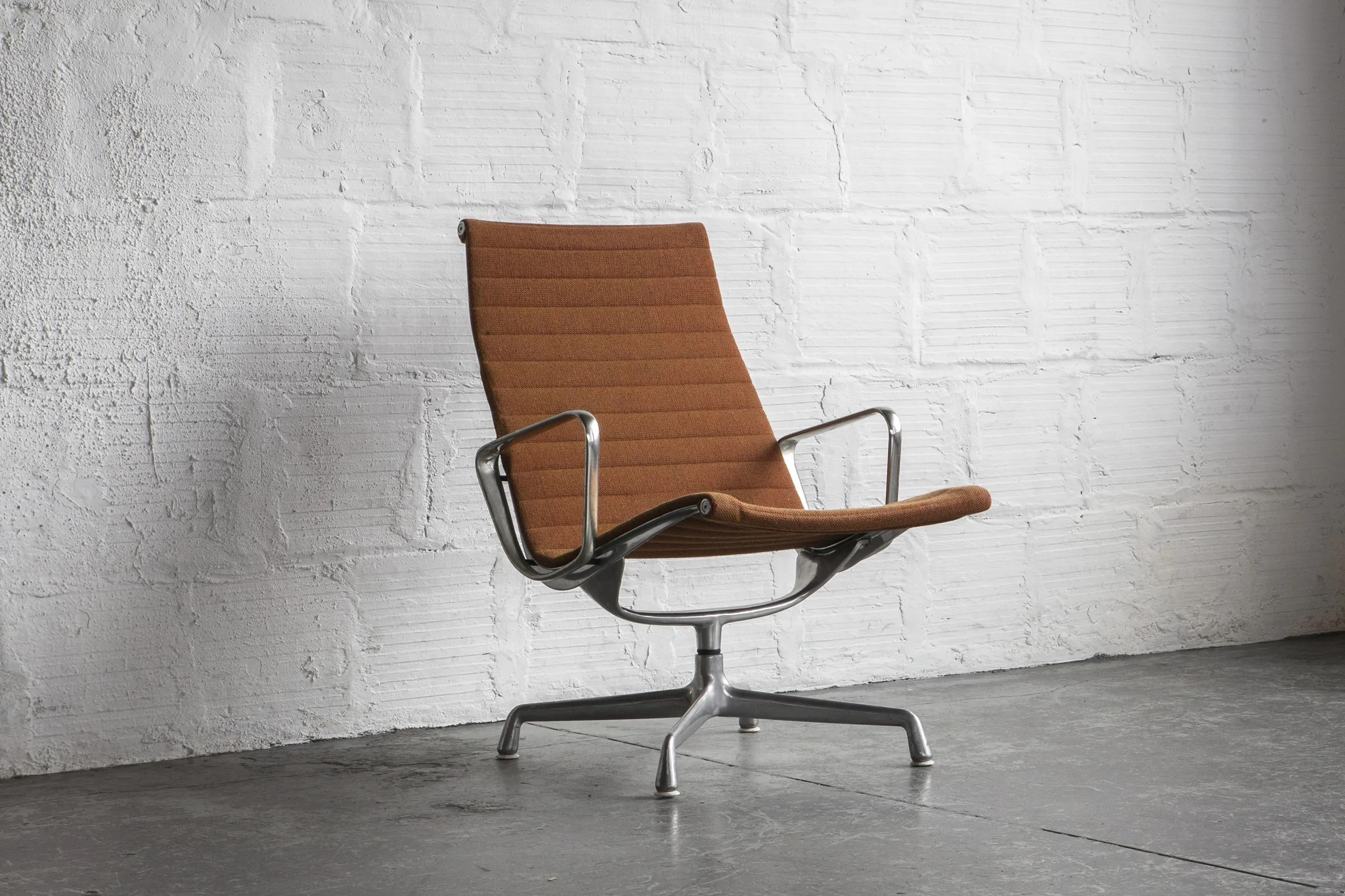 eames aluminum chair quantum swivel group lounge the good mod