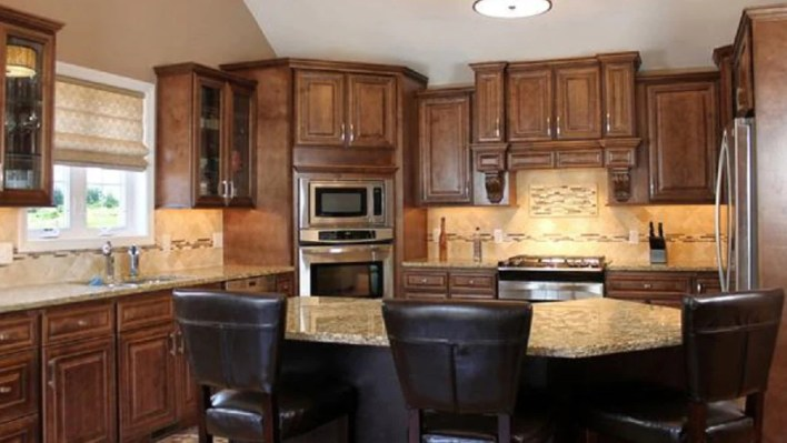 chocolate maple kitchen cabinets chocolate maple glaze cabinets www cintronbeveragegroup 13572