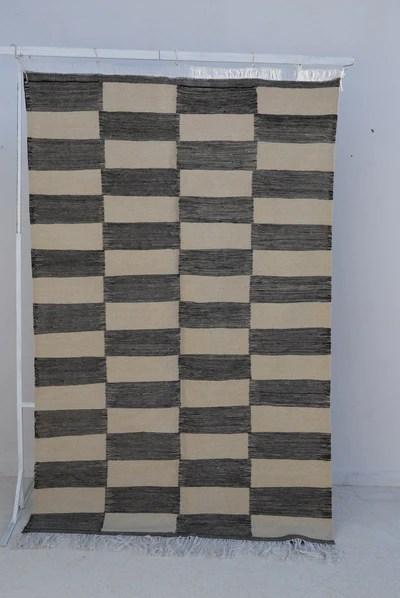 https www art berbere com en products tapis marocain kilim 5 x 8 tapis raye noir blanc