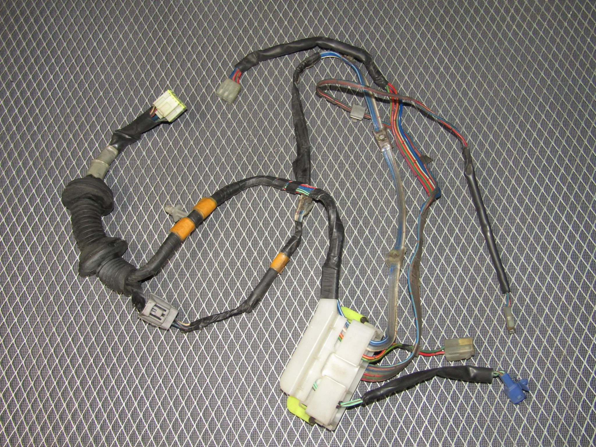 87 91 toyota crown royal saloon oem door wiring harness front right [ 2048 x 1536 Pixel ]