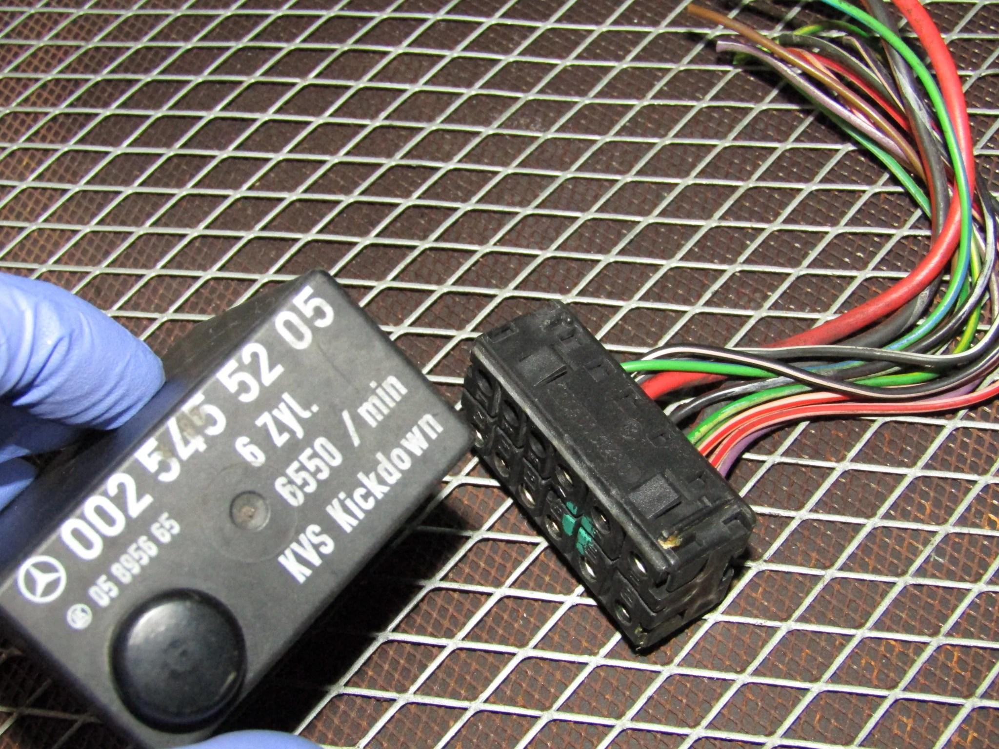86 93 mercedes benz 300e oem fuel pump relay pigtail harness [ 2048 x 1536 Pixel ]