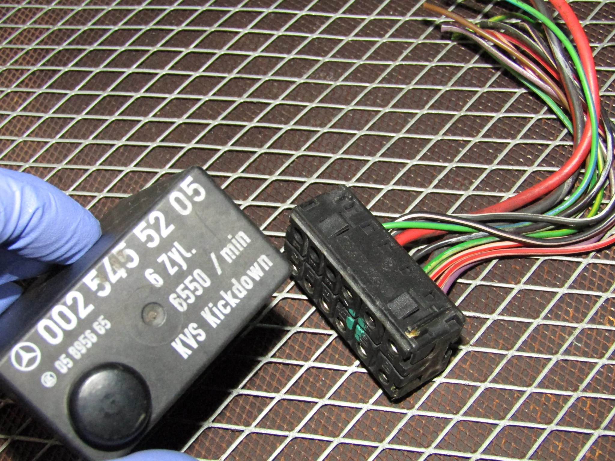small resolution of  86 93 mercedes benz 300e oem fuel pump relay pigtail harness