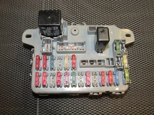 small resolution of terminals wiring 88 89 1988 1989 civic main fuse relay box assy c motor engine compartment oem
