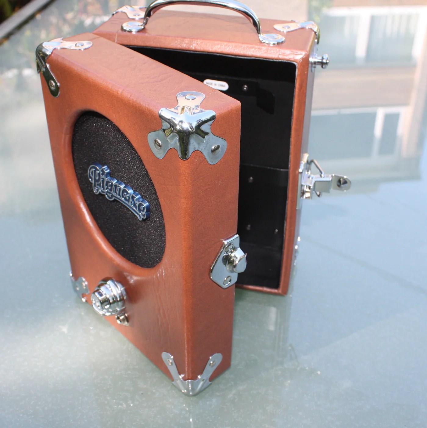 hight resolution of the legendary pignose 7 100 battery amp