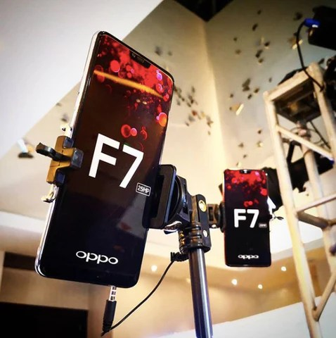 Oppo F7 full screen display
