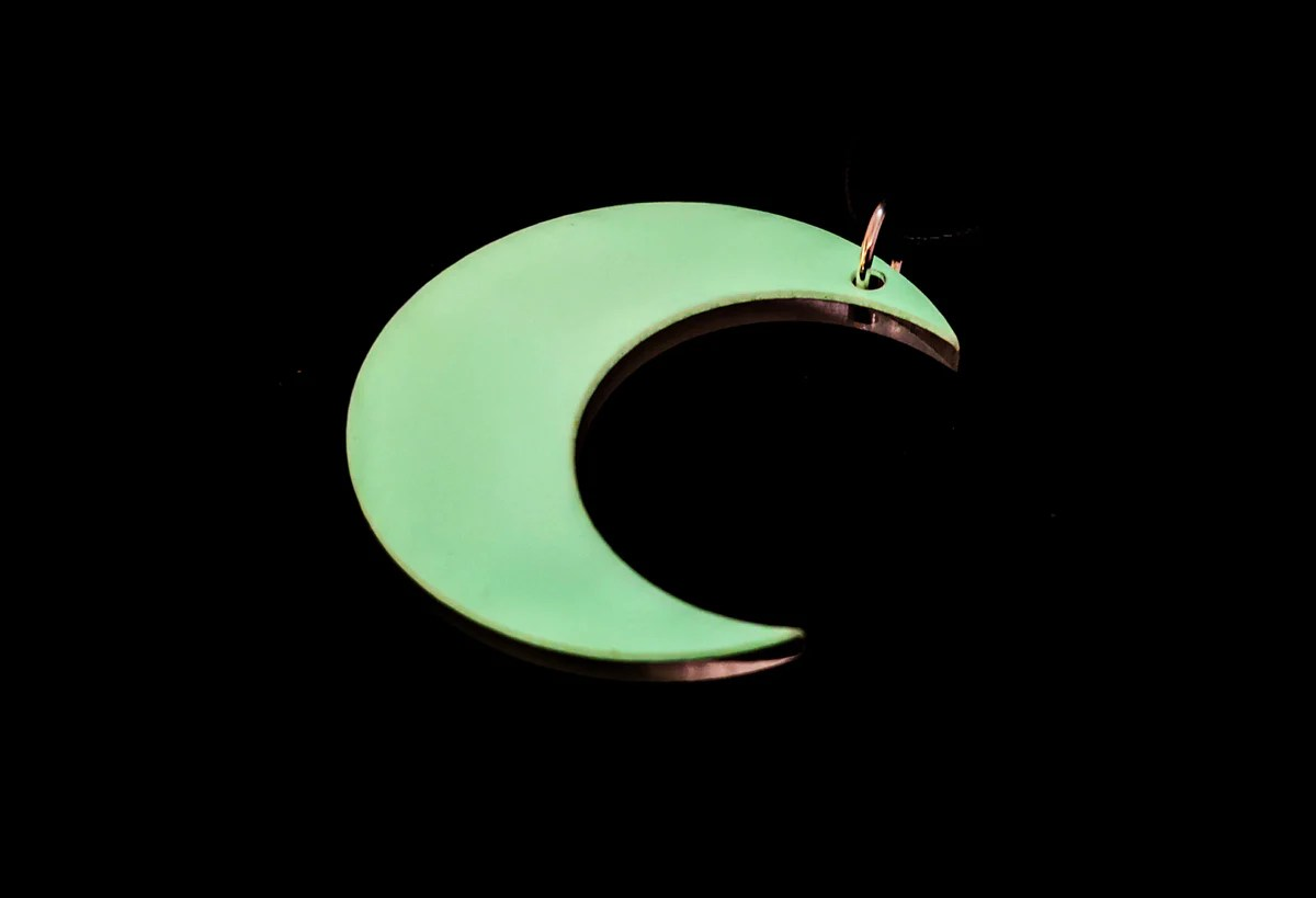 The hunter's moon will reach peak illumination at 10:57 a.m. 90s Glow Up Moon Necklace Halloween 2021 Collection - Clinkorz