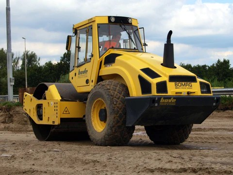 Bomag BW 211 D4BW 211 PD4 Single Drum Roller Service