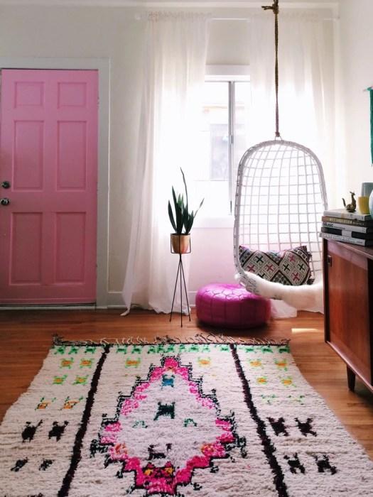 Decorar con alfombras bohemias en la entrada