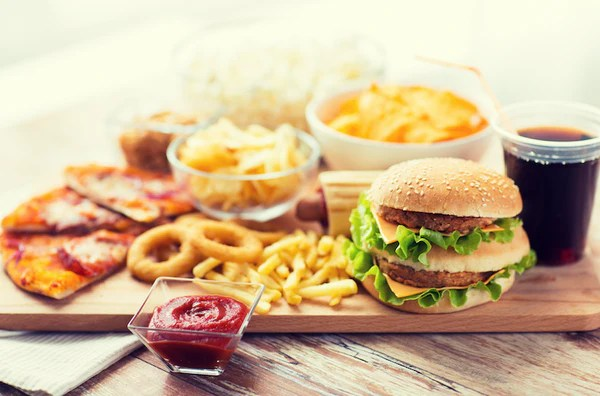 Junk food chips and burgers cause eczema image