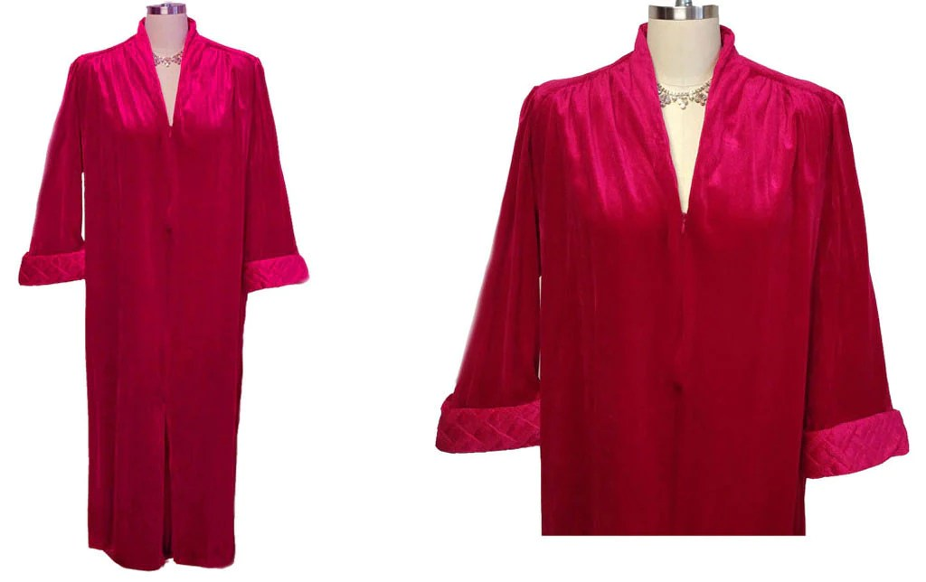 VINTAGE TAMMY VELOUR ZIP UP QUILTED ROBE /DRESSING GOWN IN
