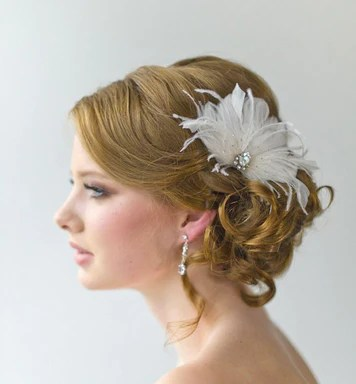 this year s hot accent pieces feather accessories sintillia