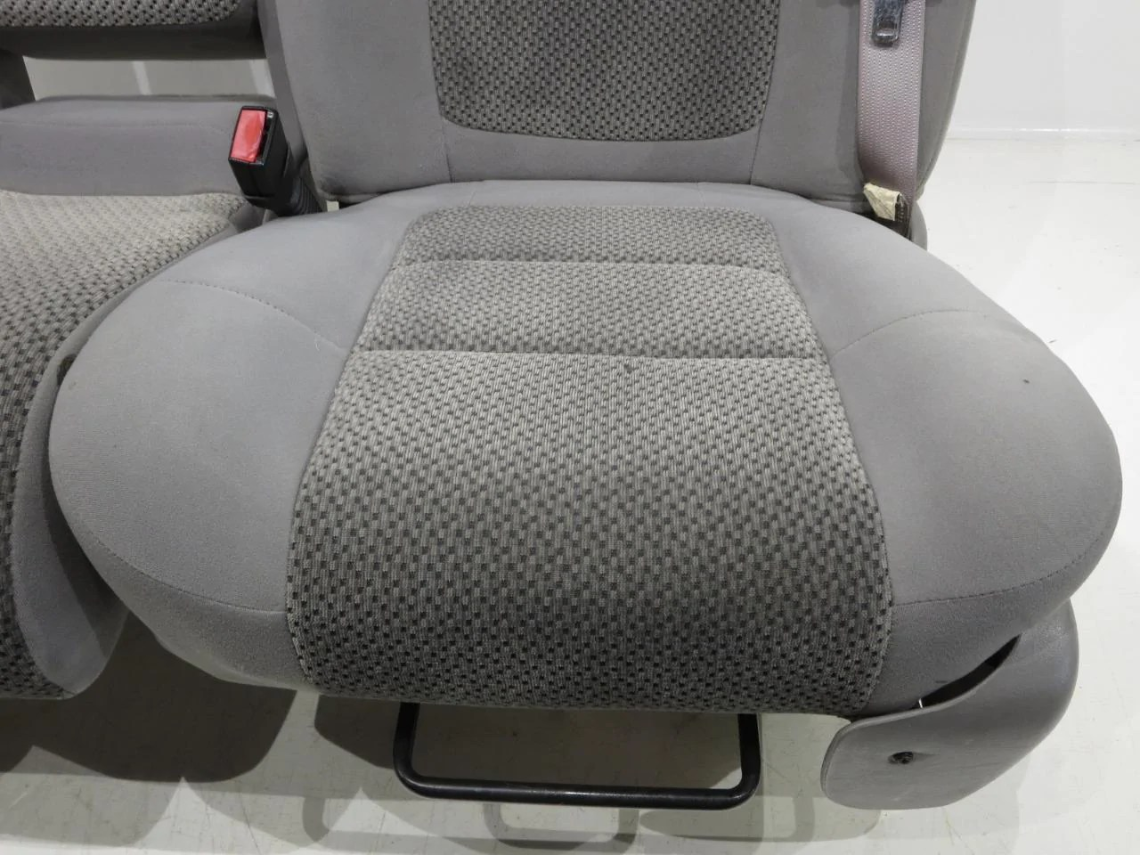 medium resolution of  ford f150 f 150 oem 60 40 cloth seats w integrated seatbelts 2001