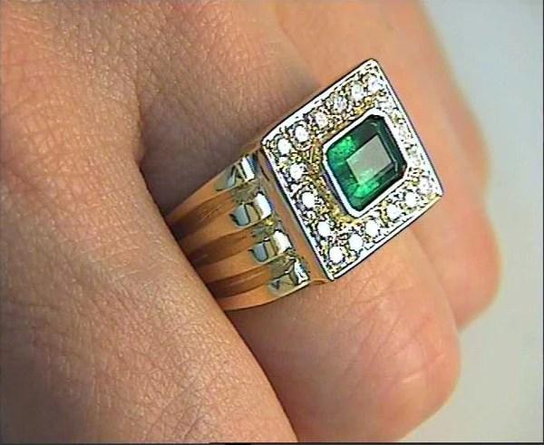 240ct Diamond Emerald Mens Mafia 18kt Yellow Gold Ring