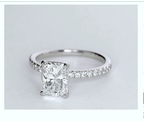 126ct Radiant Diamond Engagement Ring 18kt GIA certified