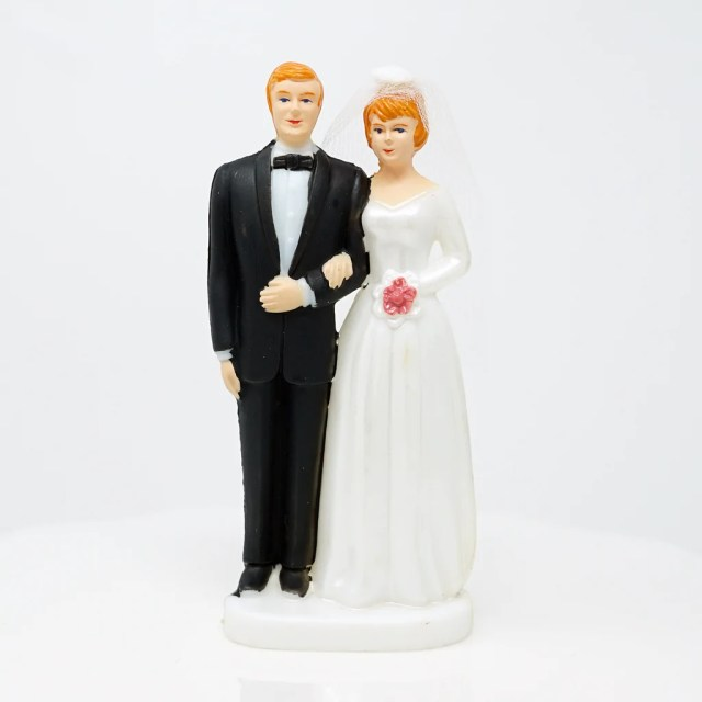 bride and groom cake topper - light complexion w/ blonde hair