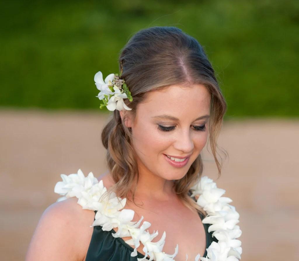 brides hair flowers hawaiian