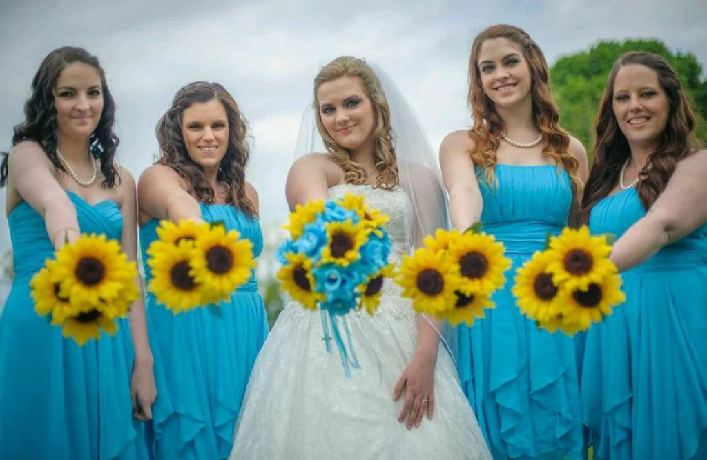 Black And White Pics Of Weddings Using Purple Flowers