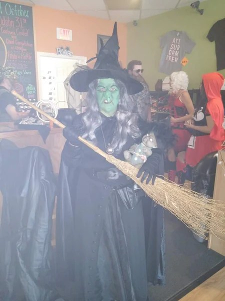 costume contest the witch