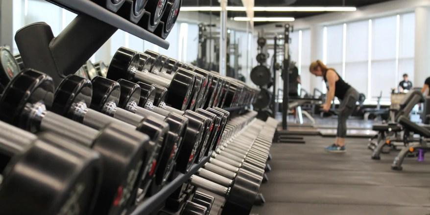 Free Weights Vs Resistance Machines - Which Is Better For You? - Sundried –  Sundried Activewear