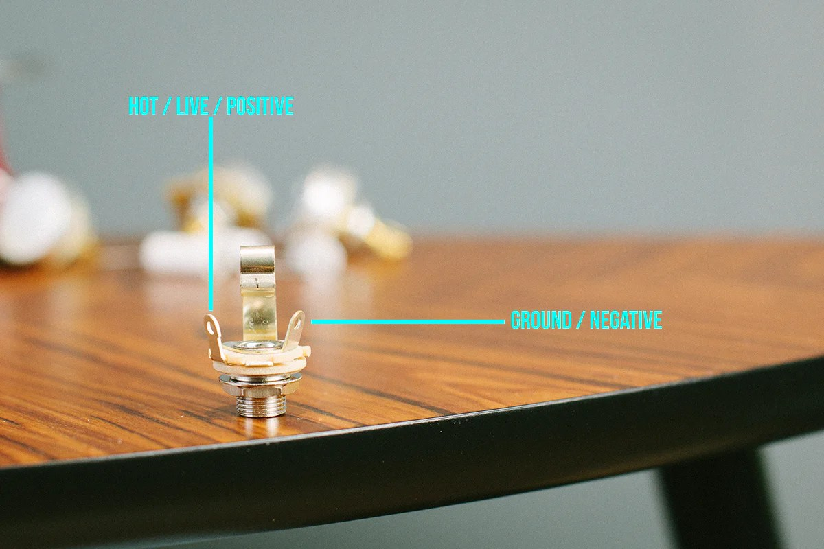 how to install a guitar jack socket [ 1200 x 800 Pixel ]