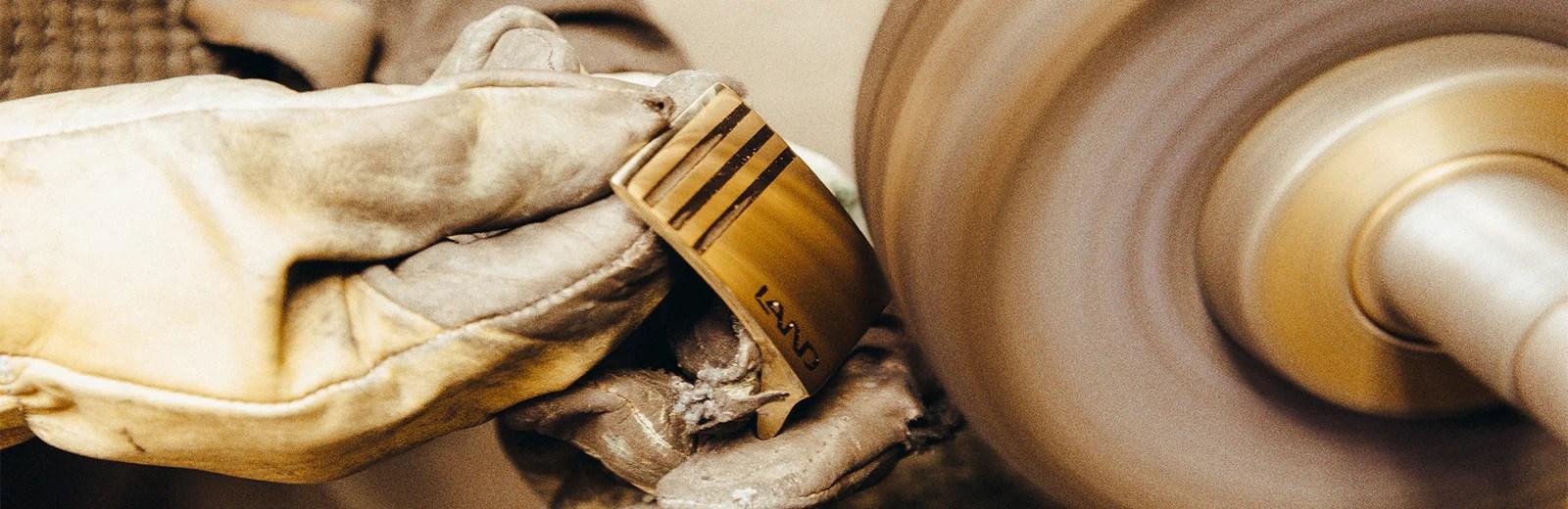 land leather goods l