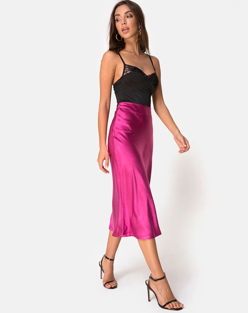 Tauri Skirt in Satin Magenta by Motel