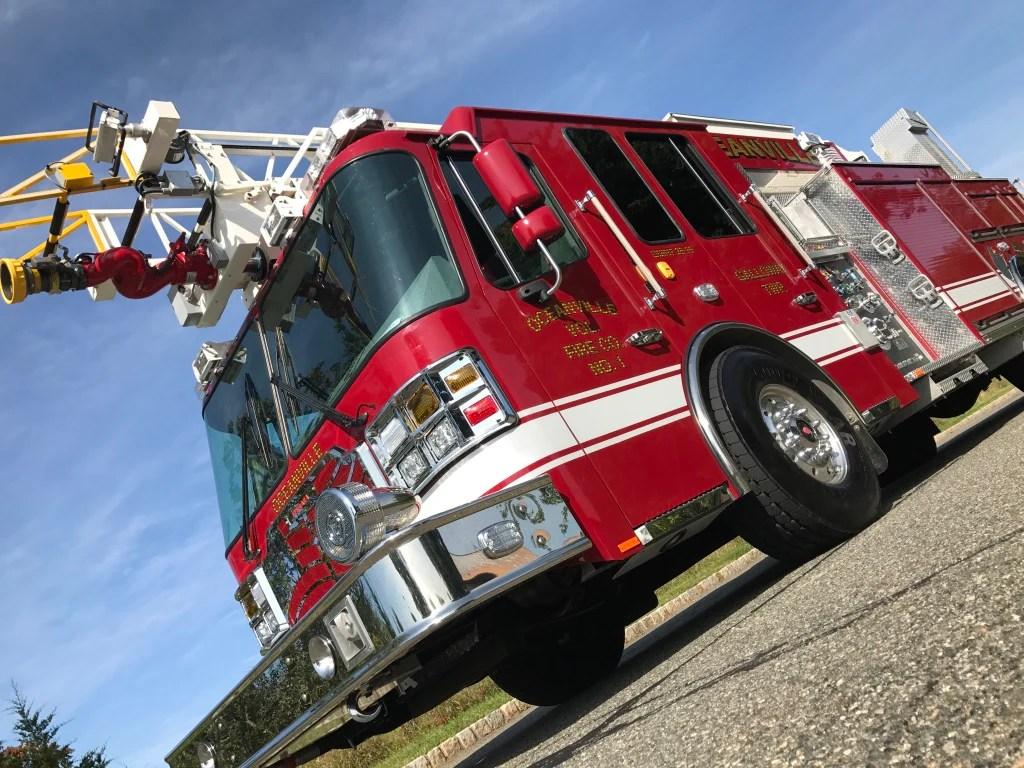 hight resolution of oceanville ferrara hd77 aerial ladder truck