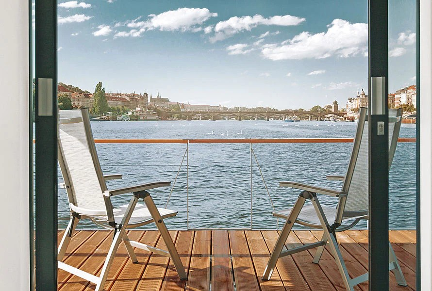 The 323 Sqft No1 Living 40 Houseboat In Prague Czech