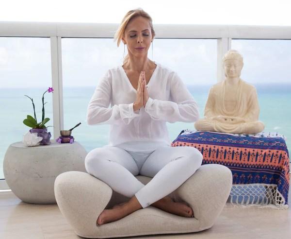 ergonomic yoga chair skyline furniture reviews alexia meditation seat fabric cushion sand throneofzen