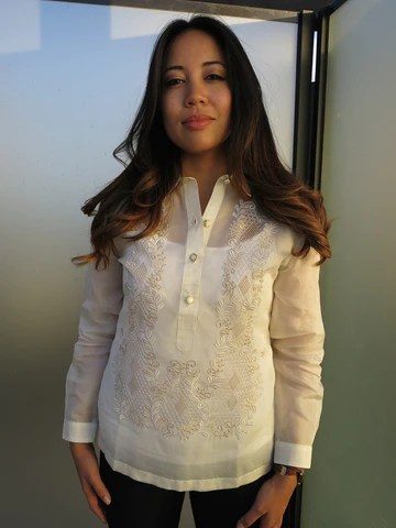 Example of Full Long Sleeves on a Contemporary Fit Barong