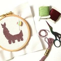 stitching-little-llama-cross-stitch-kit