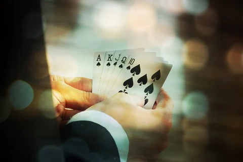 4 Situations When You Should Use Special Playing Card Decks