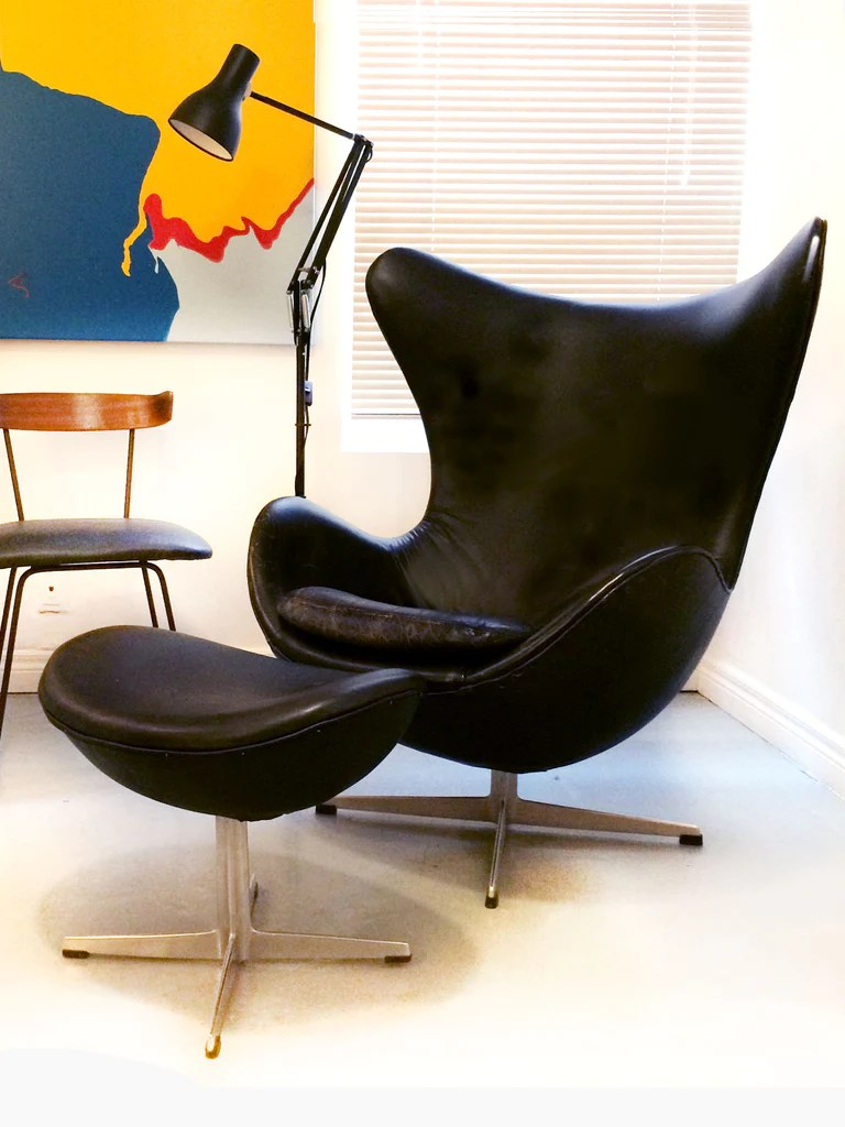 Original Arne Jacobsen Egg Chair and Ottoman  Inabstracto
