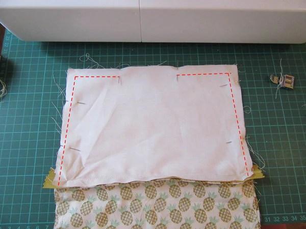 Couture de la doublure de la pochette zippée