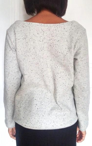 Couture d'un sweat laine, vue de dos
