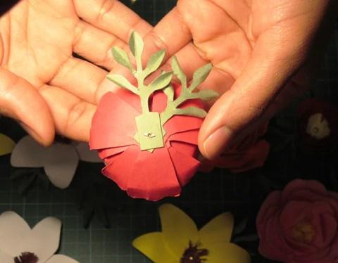 DIY Fleur en papier vue de dessous