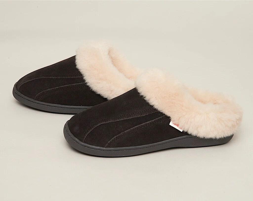 Tamarac Slippers International Women' Cozy Clog Shearling Slipper - Warm