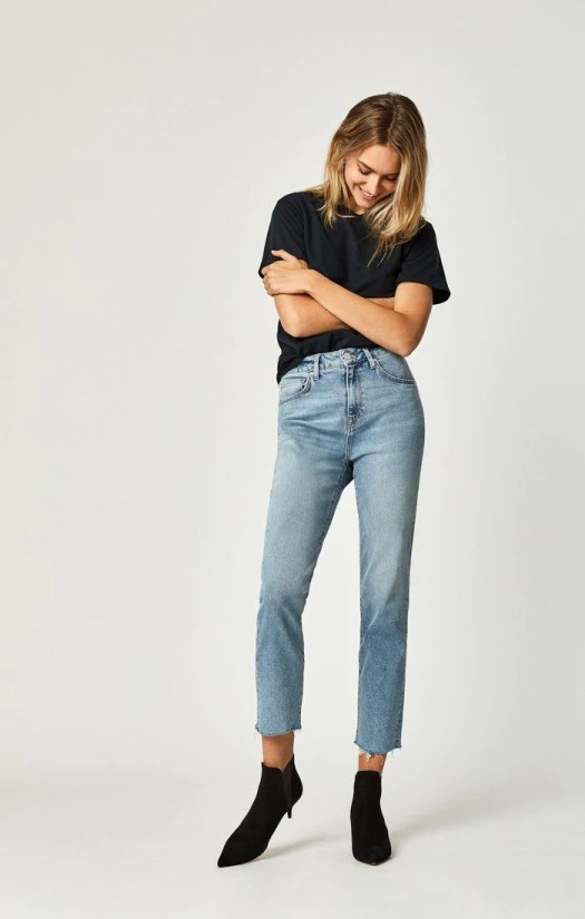 Essential Wardrobe Pieces For Everyone, mavi jeans
