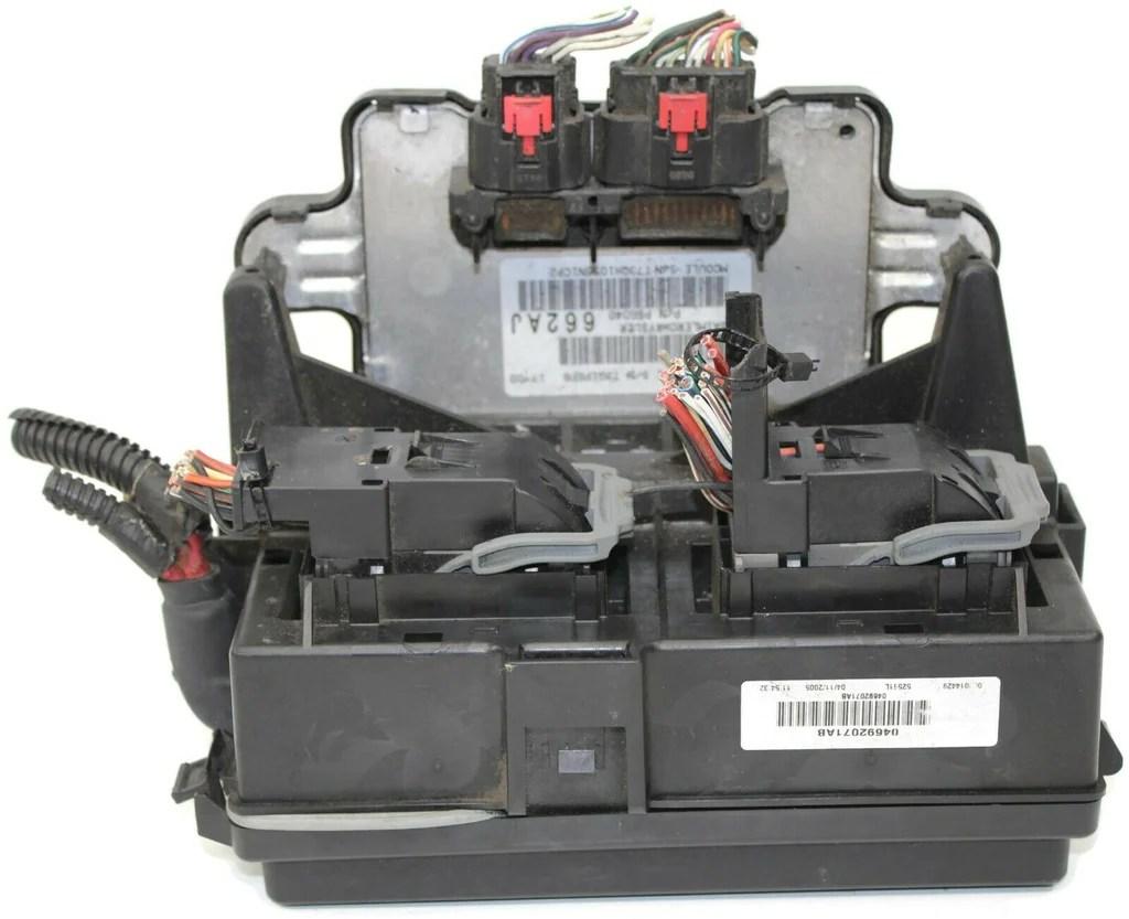 medium resolution of 2005 2007 jeep cherokee bcm integrated fuse box module 04692071ab