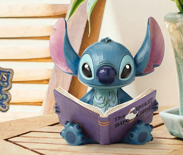 Disney Traditions Collectible Figurines Designed By Jim Shore Combines The Magic Of Disney With Traditional Motifs Of Handmade Folk Art