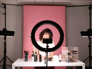 beauty lighting makeup youtubers tutorial vlogger film tips setup ring spectrum colour