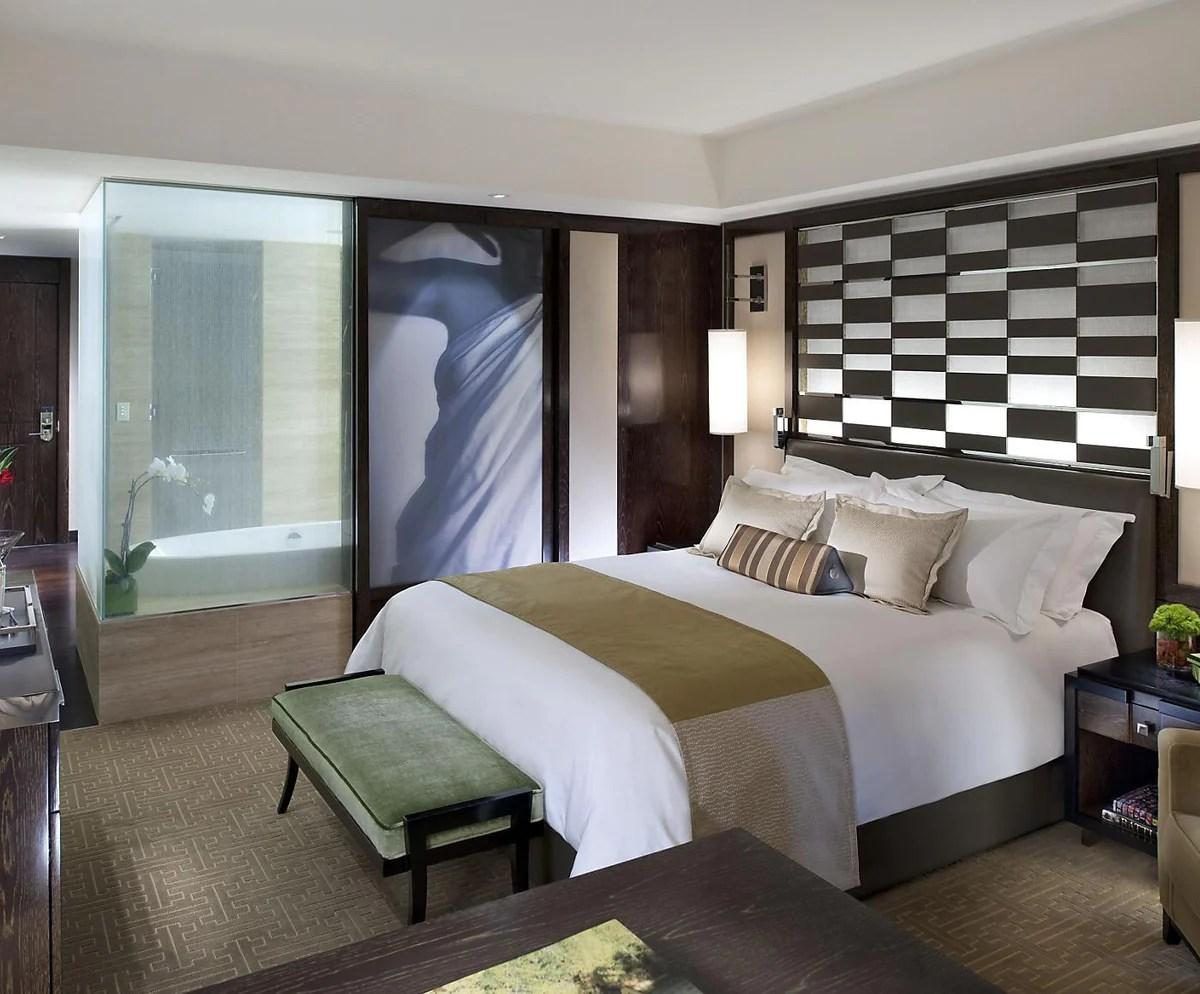 7 Ways Make Bedroom Feel High-end Hotel